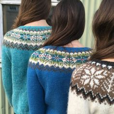"""When Iceland meets Shetland! Simply by changing the color combination, Hjaltlandspeysa, """"a lopi sweater from Shetland"""", looks dramatically from Shetland or dramatically from Iceland. Knitting Kits, Fair Isle Knitting, Pull Marron, Baby Blue Sweater, Brown Sweater, Pull Bleu, Icelandic Sweaters, Fair Isle Pattern, Tejidos"""