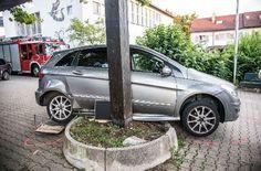 Erst an der Betoneinfassung kam der Wagen zum stehen. Foto: SDMG
