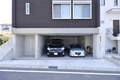 雨にぬれずに室内へ。高低差の土地を有効に活用 ビルトインガレージ