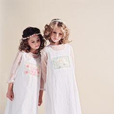 Kommunionkleider von SophieMarie sind etwas ganz Besonderes - sie haben ein Geheimnis: Das sind die individuell designten, phantasievollen Einsätze! Zeig Style und such dir im Shop aus, was dir am besten gefällt! Girls Dresses, Flower Girl Dresses, Wedding Dresses, Fashion, Communion Dresses, First Communion, Windows, Linen Fabric, Nice Asses