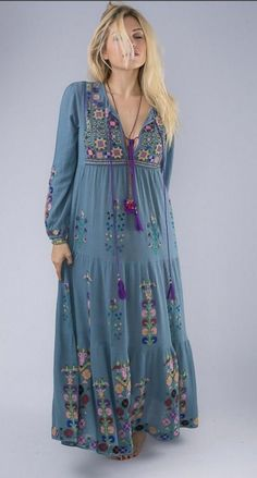 Hippie style 3 Cool and Modern Hippie Outfits For Every Occasion Short Beach Dresses, Spring Dresses, Hippie Outfits, Chic Outfits, Girl Outfits, Look Boho Chic, Moda Boho, Hippie Style, Bohemian Style