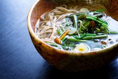 A warm bowl of comforting ramen doesn't have to include pork belly. Here, the ramen noodles are served in a miso-based broth with a flavor-boosting,. Vegetarian Ramen, Vegetarian Recipes Dinner, Soup Recipes, Dinner Recipes, Cooking Recipes, Ramen Miso, Japanese Ramen Noodles, Mushroom Tacos, Deli Food