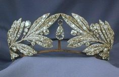 Laurel Leaf Tiara- Queen Sophia of Greece. I like the way this tiara is somehow opposite of the usual lines, which seem to flow from the center and down. Here each side reaches in, not meeting, but creating a vacuum for the large, pear shape diamonds. Royal Crowns, Royal Tiaras, Tiaras And Crowns, Crown Royal, Queen Sophia, Diamond Tiara, Diamond Pendant, Laurel Leaves, Royal Jewelry