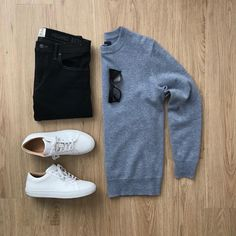I shared a dozen interesting tips that will teach you how to make simple clothes look fashionable on you. No need to break the bank for new clothes. Mens Casual Dress Outfits, Stylish Mens Outfits, Casual Shirts, Casual Attire, Smart Casual Wear, Casual Wear For Men, Casual Chic, Suit Fashion, Mens Fashion