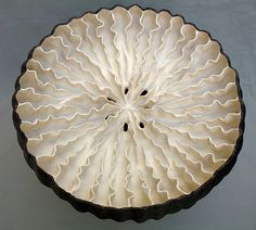 Elizabeth Shriver: Seed Pod, top view, 2007 • Ceramics Now - Contemporary ceramics magazine