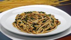 Bucatini con scarola olive e acciughe