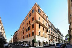 View deals for Hotel Apogia LLoyd Rome. Villa Borghese is minutes away. WiFi is free, and this hotel also features a bar and a café. Most Beautiful, Beautiful Places, Airport Shuttle, Service Quality, Rome Italy, Multi Story Building, Villa, Street View, Conditioning