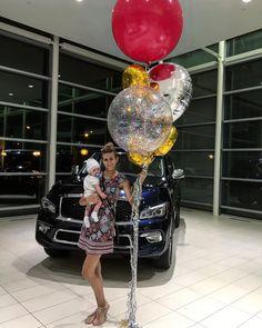 Our giant balloons and tiny boss  #Infinity #ShowRoom #Auto #MontrealBalloon #BalloonStylist #Balloon #MontrealMoments #MomBoss #BalloonService