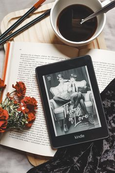 #livros #leitura #bookphotography #coffee #romance #boyslove #reading #kindle #books #bookstagram #bookworm #livrosemaislivros #paragrafices Kindle, Best Books To Read, Good Books, Bookmarks For Books, Book Instagram, Book Aesthetic, Book Lovers Gifts, Book Photography, Romance