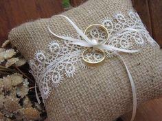 Wedding Boxes, Diy Wedding, Rustic Wedding, Dream Wedding, Wedding Day, Ring Holder Wedding, Ring Pillow Wedding, Wedding Pillows, Burlap Projects