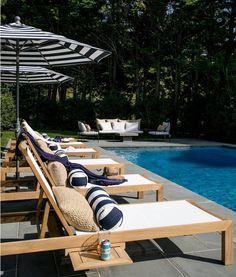 41 Ideas patio pool furniture seating areas for 2019 Ensemble Patio, Pool Patio Furniture, Outdoor Pool Furniture, Kleiner Pool Design, Pool Lounge Chairs, Chaise Lounge Outdoor, Small Pool Design, Patio Seating, Seating Areas