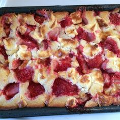 Fresh strawberries and cream cheese are a naturally delicious combination in this cobbler-like dessert. Strawberry Cream Cheese Dessert, Strawberry Cobbler, Strawberry Desserts, Strawberries And Cream, Easy Cream Cheese Desserts, Purple Desserts, Blackberry Cobbler, Fruit Cobbler, Cherry Cobbler