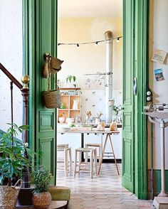 I'm thinking about painting the inside of our cabin's front door green... Here is my inspiration! What do you think? ( Via @insideoutmag )
