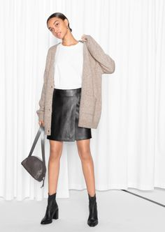 Create a Fall Capsule Wardrobe With These 25 Essentials Nothing says fall like this adorable wool-blend cardigan. Business Casual Outfits, Dressy Outfits, Stylish Outfits, Fall Outfits, Work Outfits, Spring Summer Fashion, Autumn Winter Fashion, Winter Style, Daytime Outfit