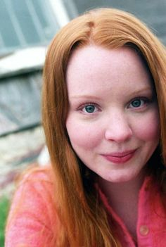 mooi rood is niet lelijk ♥ Red hair - Lauren Ambrose Lauren Ambrose, Rachel Griffiths, Red Hair Blue Eyes, Ginger Models, Sleep Forever, Six Feet Under, Shades Of Red, 50 Shades, Gorgeous Redhead