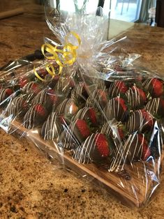 chocolate dipped strawberries Charcuterie Recipes and Inspiration Charcuterie Recipes, Charcuterie Board, Strawberry Dip, Strawberry Recipes, Strawberry Shortcake, Chocolate Dipped Strawberries, Chocolate Covered Strawberries, Best Chocolate, Chocolate Art