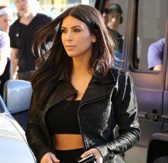 Ativistas contra uso de pele invadem lançamento de livro de Kim Kardashian #Celebridades, #Compra, #Fotos, #Grupo, #KimKardashian, #Lançamento, #Novo, #Paris, #Reality http://popzone.tv/ativistas-contra-uso-de-pele-invadem-lancamento-de-livro-de-kim-kardashian/