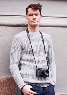 Eller denne til mannen? Yarn Crafts, Knit Crochet, Knitting Patterns, Men Sweater, Pullover, Boys, Sweaters, Knits, Crocheting