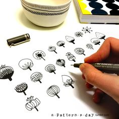 Todays pattern in progress. Illustration and doodle Tangle Doodle, Doodles Zentangles, Doodle Patterns, Zentangle Patterns, Flower Patterns, Easy Zentangle, Doodle Drawings, Doodle Art, Doodle Trees