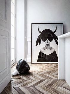 Herringbone floor, large lamp, large art, black and white minimal interior design Planchers En Chevrons, Apartment Showcase, Interior Styling, Interior Decorating, Interior Paint, Interior Inspiration, Design Inspiration, Design Ideas, Turbulence Deco