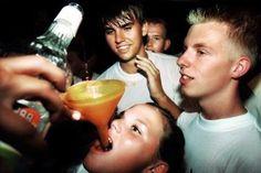 La niñez y juventud mexicana tienen un problema con el alcohol, de acuerdo a la Comisión Nacional de Adicciones, la cual reveló cifras alarmantes de consumo