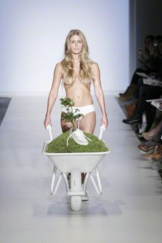 Green Fashion Competition at Amsterdam Fashion Week 2011 - Photo Peter Stigter
