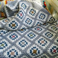 Granny Squares Blanket / Grey / White / Muted Color