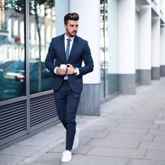 - with a business casual suit combo with a navy suit white button up shirt patterned light blue silk tie nato banded watch no show socks white leather sneakers Outfit Hombre Casual, Formal Men Outfit, Dress Casual, Men Formal, Formal Wear, Formal Dress, Suits And Sneakers, How To Wear Sneakers, Mode Masculine