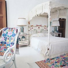 In her home in Mexico, Gloria Guinness slept in a delicately carved white canopy bed, adding color with Oaxacan textiles.