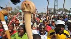 The world's biggest platinum producer, Anglo American Platinum (Amplats), has agreed to reinstate the 12,000 South African miners sacked for taking part in an unofficial strike.