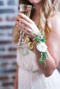 Complementos de novia: fotos pulseras con flores para novia y damas de honor (16/36) | Ellahoy