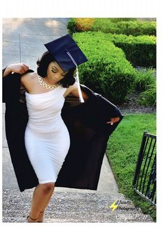 Nursing Graduation Pictures, Graduation Look, Graduation Dress College, Graduation Picture Poses, Graduation Photoshoot, Senior Picture Outfits, Grad Pics, Grad Pictures, Graduation Outfits