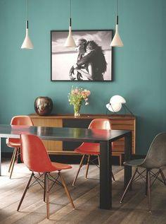 Une salle à manger colorée et chaleureuse - Un appart' parisien rénové pour plus de lumière - CôtéMaison.fr