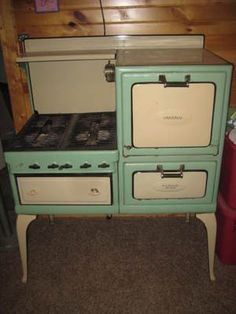 AnTiQuE VINTAGE 1920's 30's UNIVERSAL OLD GAS STOVE WHITE & GREEN PORCELAIN. It's a mini version of @Phoebe Faden's!