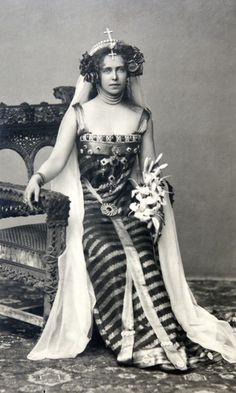Crown Princess Marie of Romania dressed as Princesse Lointaine, Bucharest, 1896 (or maybe she was channeling Princess Leia) Vintage Glamour, Vintage Beauty, Romanian Royal Family, The Duchess Of Devonshire, Royal Blood, Casa Real, Royal Jewelry, Royal House, Royal Life