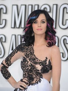 Katy Perry - This woman, oh my God. She can pull off any color hair and those eyes. Russell Brand, See Thru Dresses, Katy Perry Hot, Claudia Sampedro, Mtv Video Music Award, Music Awards, Music Videos, Pastel Hair, Rainbow Hair