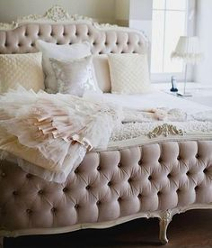 Lovely, beautiful bed!!...so french!!!!
