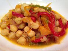 #garbanzos con #cebolla #pimientos #zanahoria y #ajo al #wok la...
