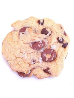 Chocolate Chip Cookies with Sea Salt || www.TheLushList.com