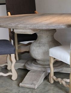 Evelyn Moreels :: Expressing Life, Creating Style RONDE TAFEL OP CENTRALE POOT Shaby Chic, Dining Room, Dining Table, Scandinavian Living, Kitchen Shelves, Diy Painting, Interior Inspiration, Farmhouse Style, Sweet Home