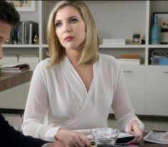 grace and frankie june diane raphael season 7 Business Professional Outfits, Professional Wear, Business Fashion, Business Style, Business Wear, June Diane Raphael, Curvy Fashion, Fashion Looks, Simple Street Style