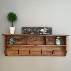 For those of you who need some hat rack ideas more than anyone, I believe you are in love with caps and hats. You must be one of those hats and caps collector o. Find and save ideas about Hat racks, Hat hanger, Diy hat rack in this article. Diy Wand, Diy Wall Decor, Diy Home Decor, Entryway Decor, Rustic Entryway, Entryway Ideas, Rustic Furniture, Diy Furniture, Diy Hat Rack