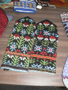 Samples from Sandy DeMaster and Mary Germain's Lativan mittens workshop at the Nordic Heritage Museum 09/09