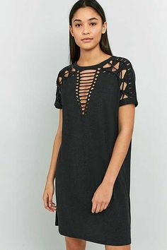 Pins & Needles - Robe t-shirt en macramé - Urban Outfitters