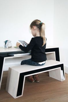 a desk and a bench with storage compartments that save a lot of space Smart Furniture, Space Saving Furniture, Kids Furniture, Furniture Design, French Furniture, Furniture Outlet, Repurposed Furniture, Cheap Furniture, Luxury Furniture