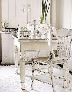 Tavolino e sedia stile Shabby chic
