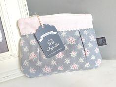 """**Dieses niedliche kleine Täschchen aus der Snuggles-Cottage Romantik-Line namens """"Miepje"""" Größe S wurde mit viel Herzblut im Snuggles-Cottage Atelier entworfen und per Hand..."""