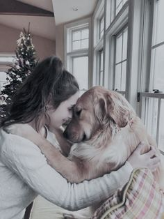 Golden Retriever Dog Training Tips. - It can be hard to resist giving a dog — yours or someone else's — a hug. If your dog enjoys being physically close to you, a hug can make you both feel happy and loved. But not all dogs like hugs. Cute Baby Animals, Animals And Pets, Funny Animals, Cute Puppies, Cute Dogs, Dogs And Puppies, Doggies, Funny Dogs, Retriever Puppy