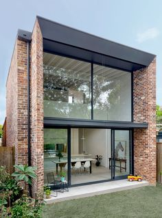 Image 14 of 17 from gallery of Brick Aperture House / Kreis Grennan Architecture. Photograph by Kreis Grennan Architecture Modern Brick House, Modern House Design, Modern Home Exteriors, Modern Glass House, Modern House Facades, Duplex Design, House Exteriors, Brick Facade, Facade House