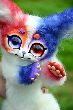 Violett-rote Augen Tier. Romantische Geschenke auf LAGER!